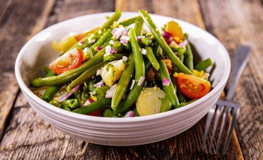 Salade de pommes de terre, haricots verts et tomates