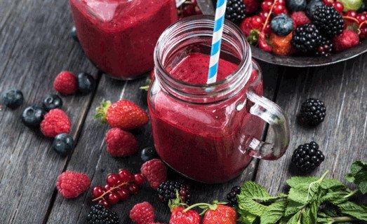 Smoothie aux fruits rouges